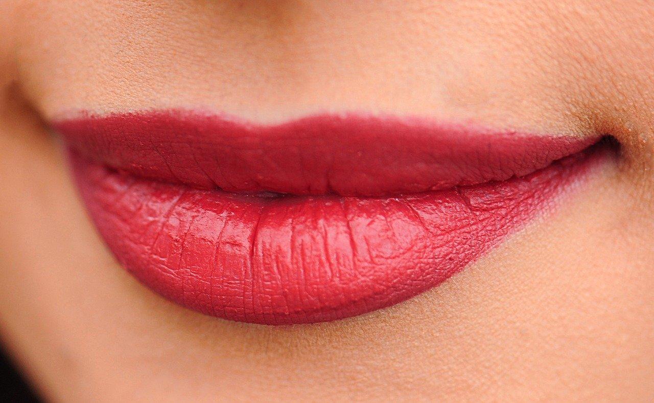 kwas hialuronowy - powiększanie ust